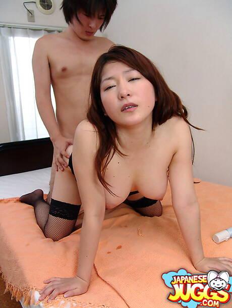 Sexy Asian MILF Pics