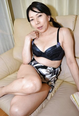 Sexy Asian Mom Pics